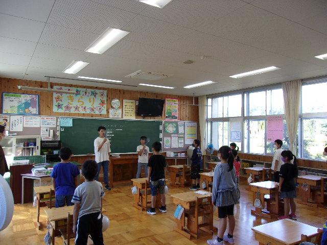 http://www.kitashitara.jp/taguchi-el/%EF%BC%91%E5%B9%B4%E6%95%99%E5%AE%A4.JPG