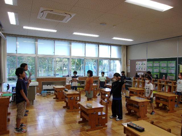 http://www.kitashitara.jp/taguchi-el/%EF%BC%92%E5%B9%B4%E6%95%99%E5%AE%A4.JPG