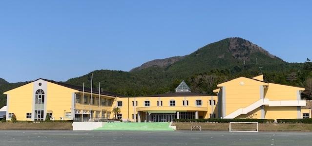http://www.kitashitara.jp/taguchi-el/R20400%E6%A0%A1%E8%88%8E.jpg